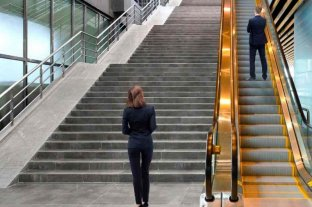 Las mujeres ganan menos que los hombres y sufren más la desocupación, según INDEC