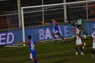 Unión derrotó a Patronato y sigue invicto en el campeonato -