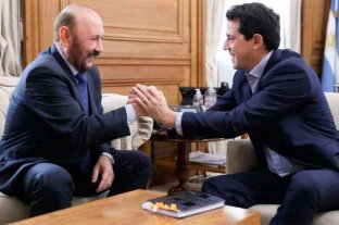 """En medio de las protestas, Insfrán viaja a Buenos Aires para reunirse con """"Wado"""" de Pedro"""