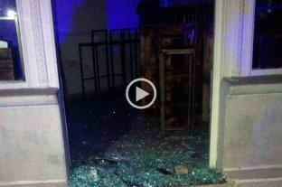 Video: robo y destrozos en un drugstore