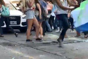 Jóvenes que festejaban el último primer día fueron atropellados