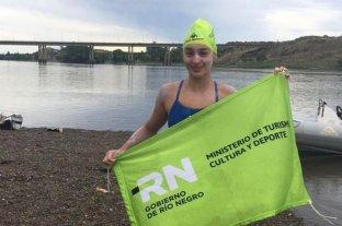 Nadó más de 114 kilómetros en el río Negro y unió Guardia Mitre con Viedma en 17 horas