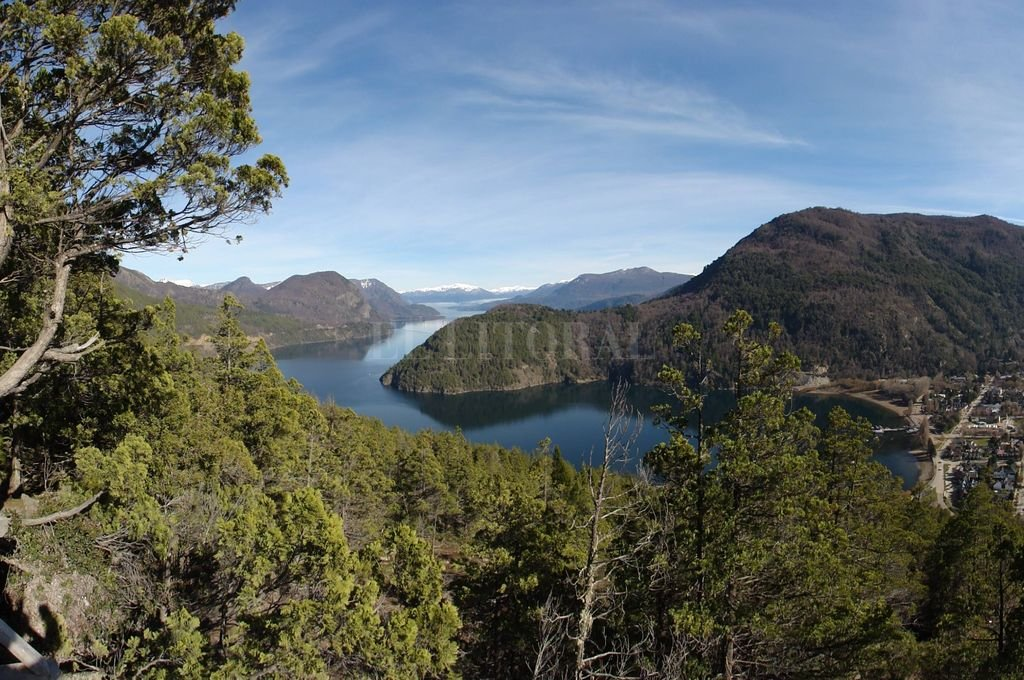 Vista general del Lago Lácar en San Martín de los Andes  Crédito: José Vittori