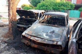 4 autos incendiados en un taller del norte de la ciudad de Santa Fe
