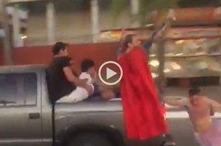 Corrientes: se cayó de una camioneta mientras celebraba su graduación