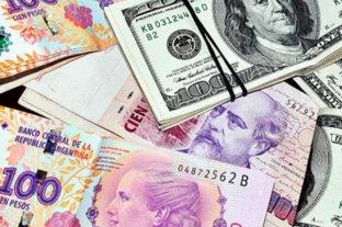 """El dólar oficial abre estable y el """"blue"""" se vende a $ 142"""