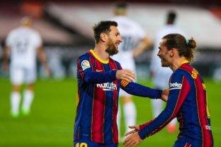 Barcelona, con dos tantos de Messi, goleó a Huesca y se acerca a la cima de la Liga de España