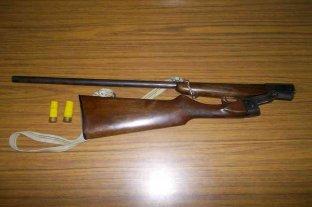 Disparó a cazadores e hirió a un joven de una perdigonada