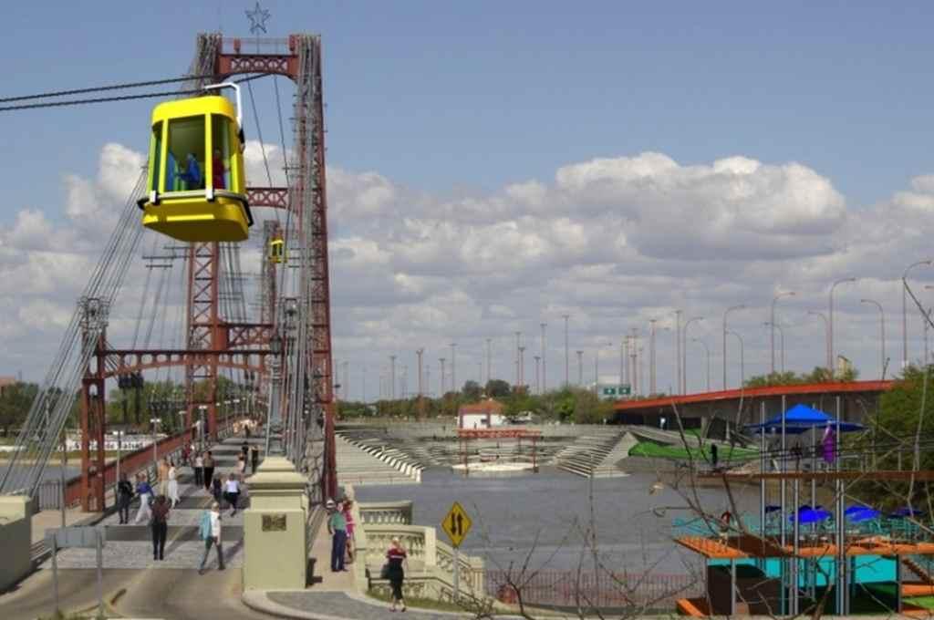 La aerosilla-funicular, a casi 30 metros de altura, atravesando por el pórtico superior del puente.     Crédito: Gentileza
