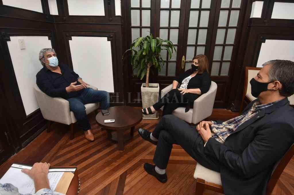 Los funcionarios provinciales mantuvieron una reunión virtual con Amsafe, y presencial con la dirigencia de UDA. Crédito: Guillermo Di Salvatore