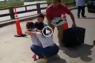 Video: estremecedor reencuentro de dos nenes con su mamá en la frontera Chaco - Formosa