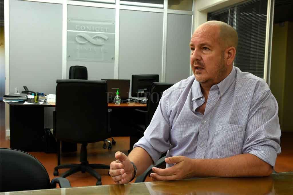 Nuevas prioridades. Carlos Piña, director del CCT, admite que la pandemia se convirtió en el principal objeto de investigación para la búsqueda de respuestas en un escenario mundial de incertidumbre. Crédito: Guillermo Di Salvatore