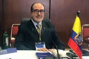 Vacunación Vip en Ecuador: renunció el ministro de Salud