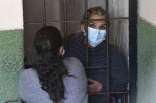 Trasladan a una clínica a Jeanine Áñez por un cuadro de hipertensión