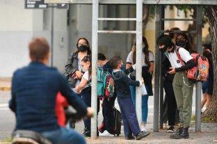 Burbujas escolares, colectivos abarrotados  y la locura de organizar los horarios familiares