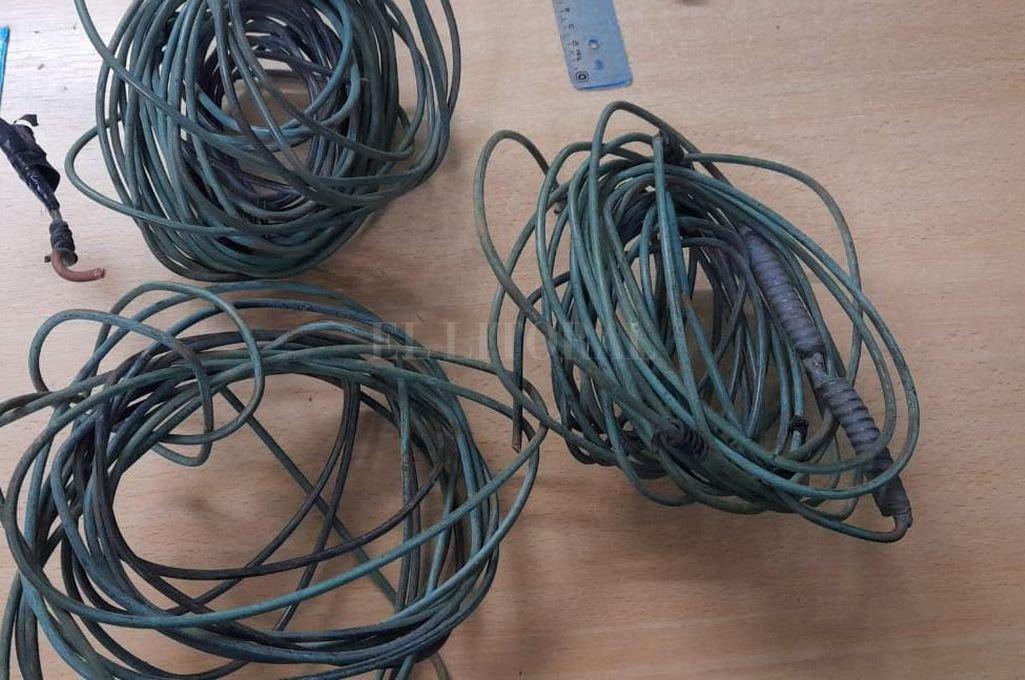 Los rollos de cables de alambre de cobre secuestrados en poder de los delincuentes. Crédito: El Litoral