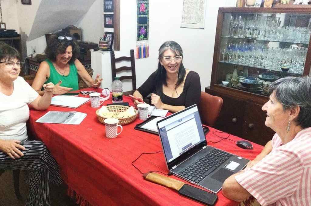 Las autoras de la propuesta que luego fue recibida por todas las concejalas santafesinas: Nidia Kreig, Alicia Talsky, Rosa García y Teresa Suarez.    Crédito: Gentileza