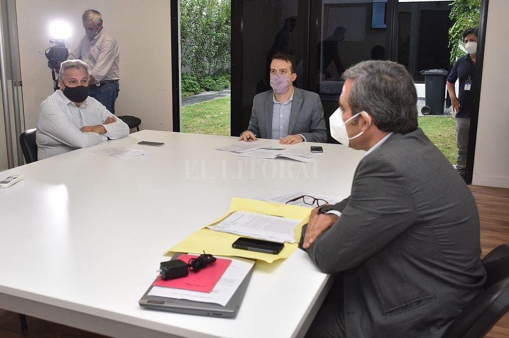 Tres miembros presentes en el anexo de Diputados y los seis restantes en forma virtual ayer en la Comisión de Juicio Político. Crédito: Flavio Raina