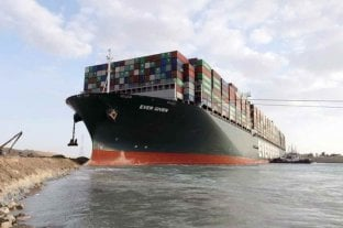 Egipto pidió 900 millones de dólares como indemnización por el bloqueo del Canal de Suez