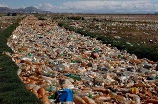 Lago Uru Uru en Bolivia, un basurero lleno de plásticos y desechos