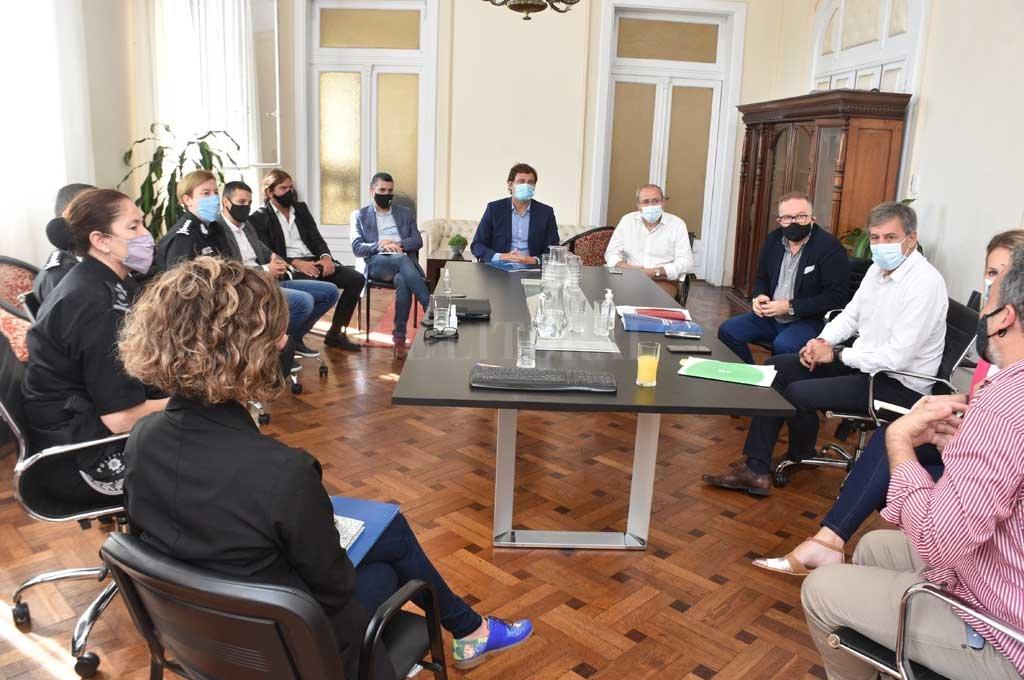 Los equipos de Seguridad y de la Municipalidad participaron del primer encuentro formal entre el nuevo ministro y el intendente. Crédito: Guillermo Di Salvatore
