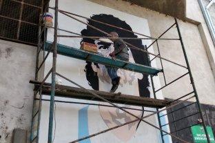 """Ya """"casi"""" está el mural de Maradona en Colón"""