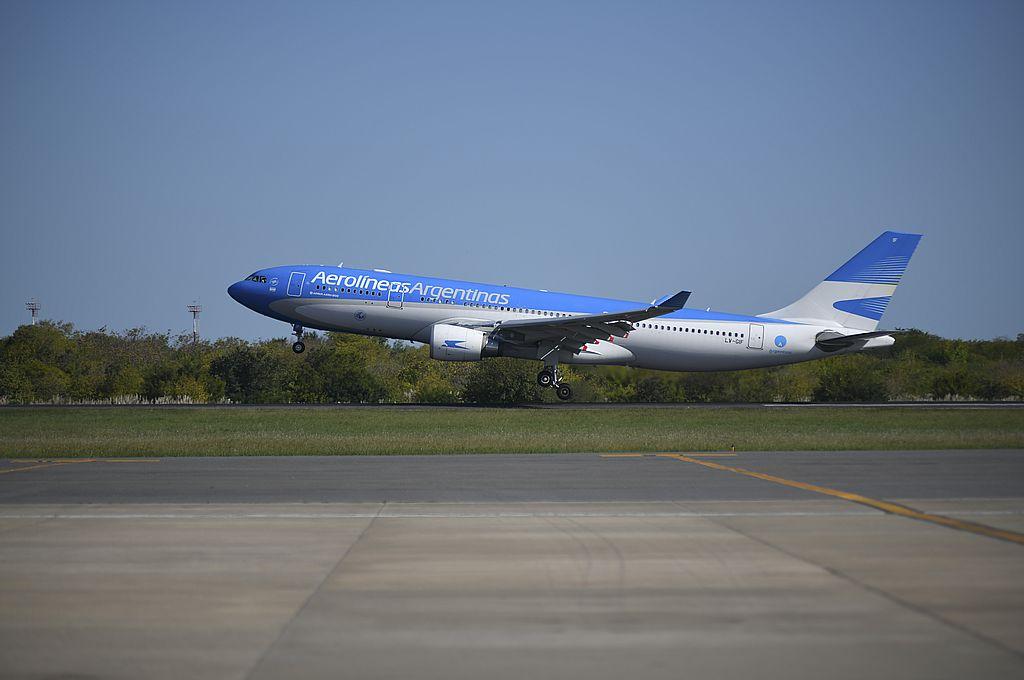 La aeronave Airbus 330-200, matrícula LV-GIF, con el número de vuelo AR1067, tocó pista a las 15.30 proveniente de Moscú. Crédito: NA/Juan Vargas