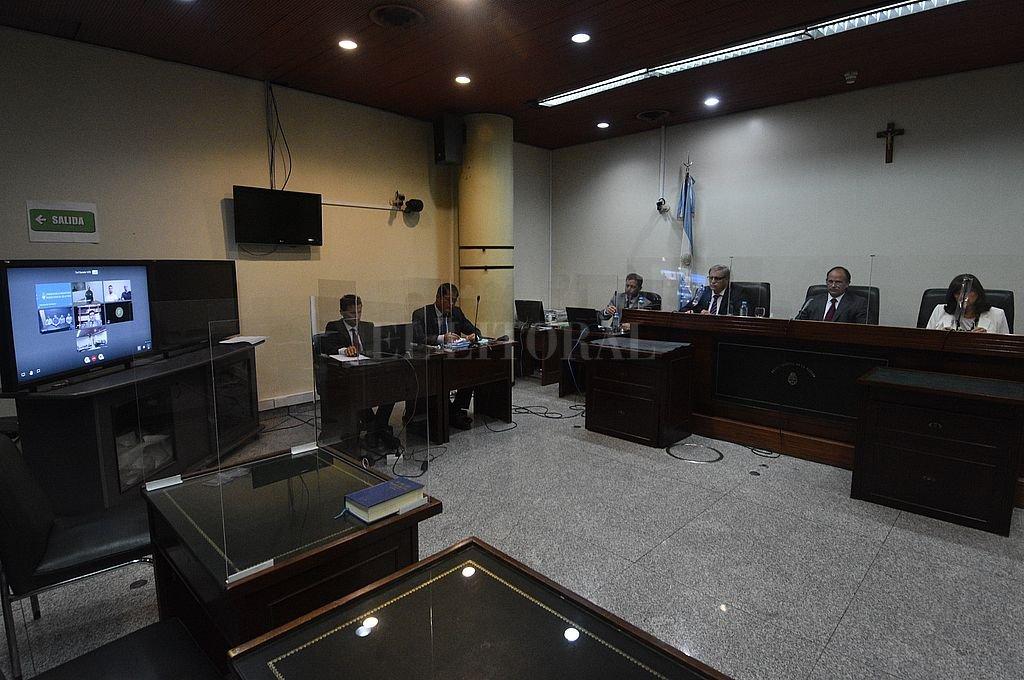 Los uniformados están siendo juzgados desde el 17 de marzo por hechos de connivencia con el narcotráfico santafesino. Crédito: Guillermo Di Salvatore