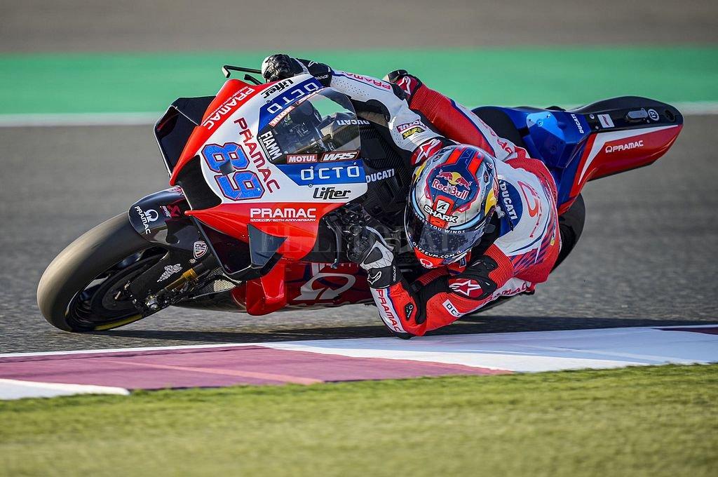Jorge Martín y la Ducati N°89 del equipo Pramac. Crédito: @88jorgemartin