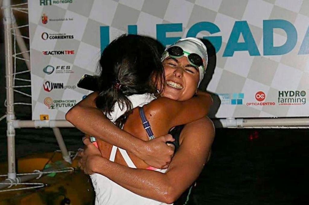 Daira Eluney Marín fue recibida por su madre en la meta. Crédito: Gentileza
