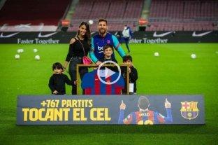 Antonella Roccuzzo le robó todo el protagonismo a Messi durante la celebración por su récord de partidos