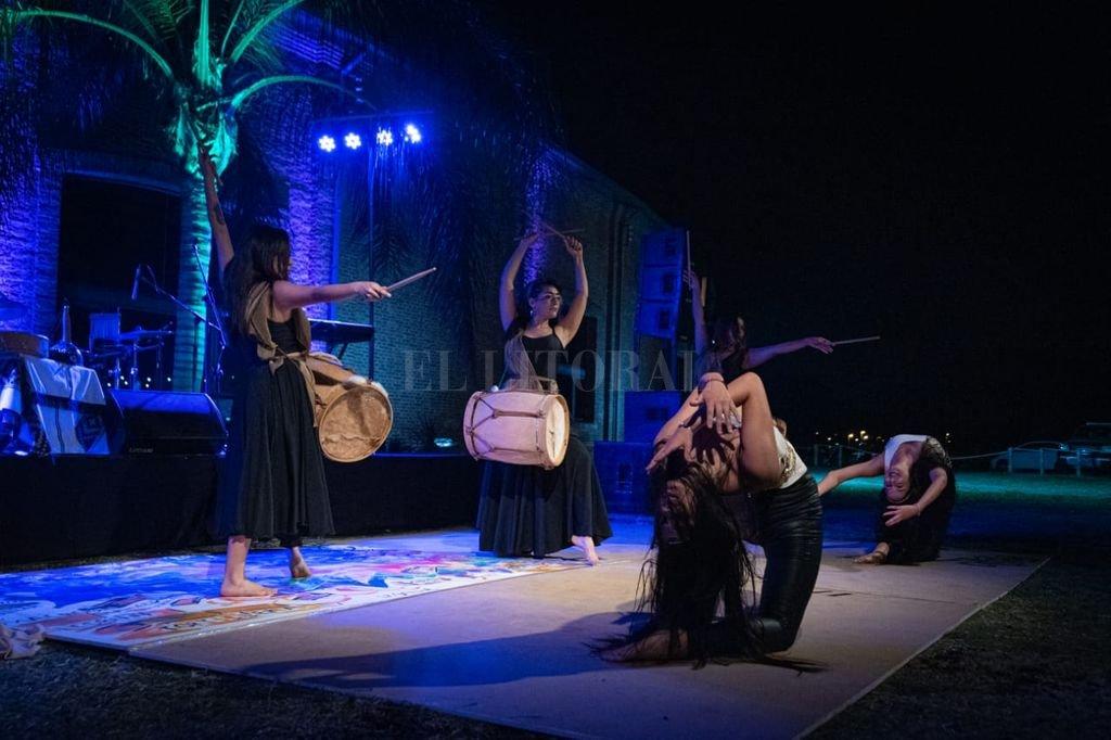 """Kuña Mbarete es un grupo gestado por mujeres danzantes que toma su nombre de la expresión guaraní """"mujer fuerte"""". Crédito: Gentileza producción"""