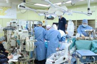 Realizaron el primer trasplante de pulmón a partir de donantes vivos