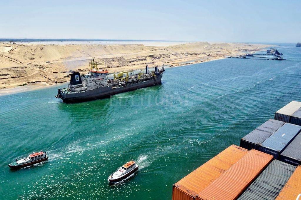 La construcción del Canal de Suez acortó en cerca de 9000 kilómetros el recorrido entre Europa y Oriente. Crédito: Archivo