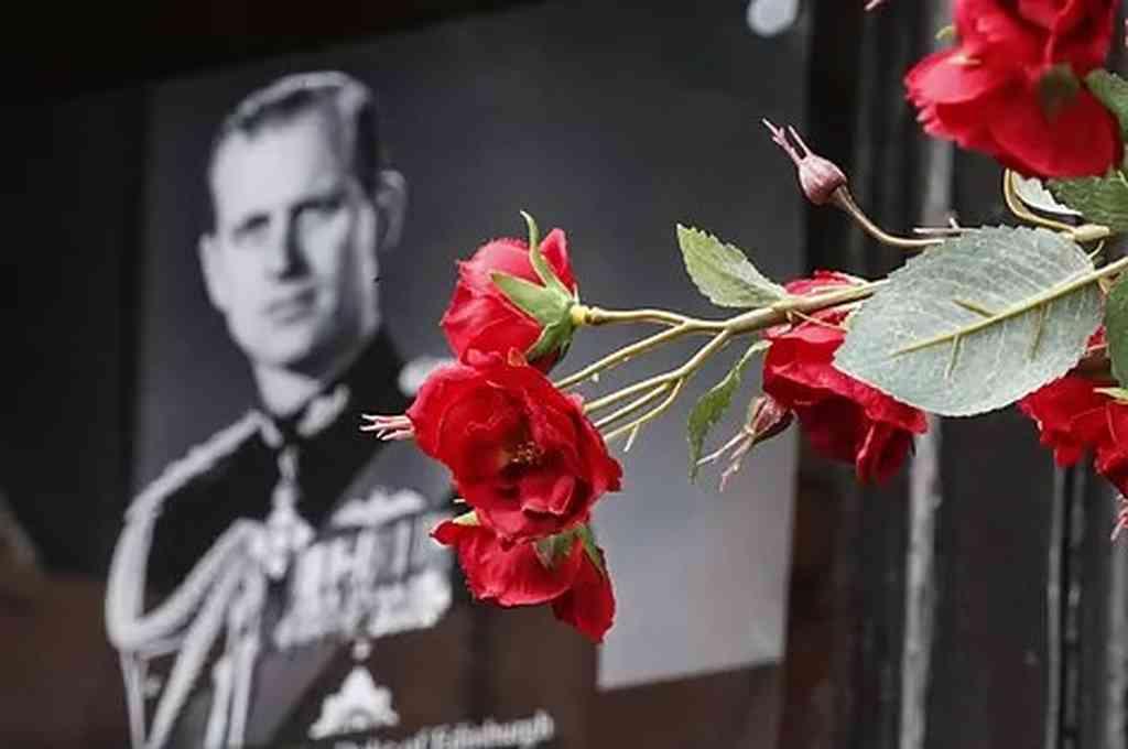 Flores en honor de Felipe de Edimburgo, en Windsor. Crédito: Agencias