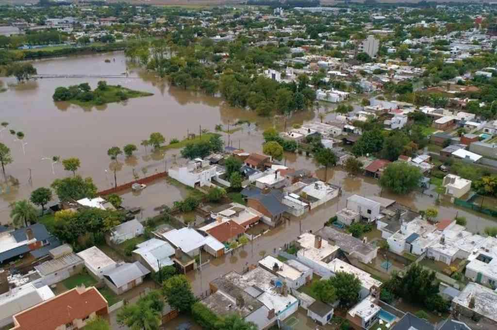 El temporal registrado este viernes acumuló en algunas zonas 250 milímetros de agua caída, durante el cual resultaron inundadas diferentes viviendas. Crédito: Twitter