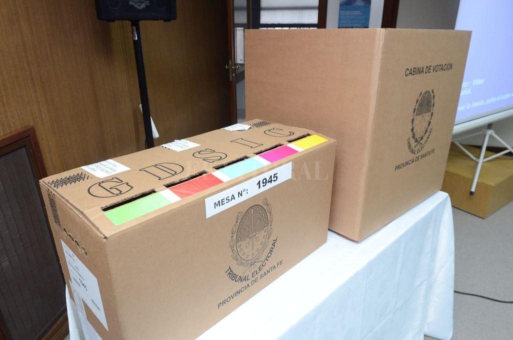 En los mismos locales escolares se instalarán urnas para recibir boletas únicas municipales y otras para recibir boletas de diputados y senadores nacionales. Crédito: Archivo - El Litoral