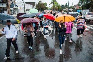 Una multitud marchó por barrio Fisherton para pedir la libertad del joven que mató a dos ladrones -  -