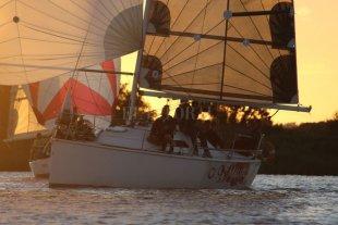 De Paraná a Rosario, a bordo de un velero en regata -