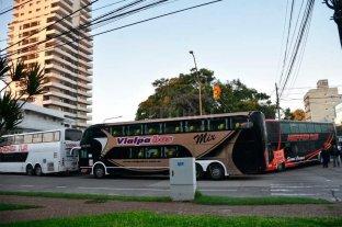 Transportistas de turismo bloquearon  el acceso a la Terminal de Ómnibus -