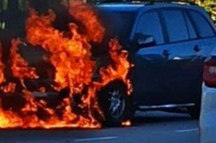 Se incendió un auto en Rosario frente a Puerto Norte