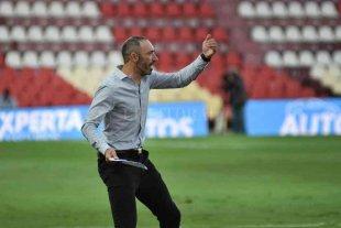 """Azconzábal """"chicaneó"""" a un periodista: """"Hoy le ganamos a Boca y hay 4 de ustedes"""" -"""
