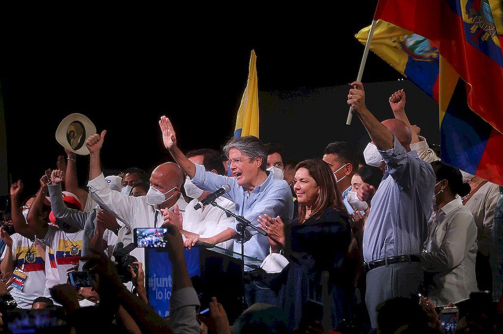 Lasso logró el triunfo en el balotaje presidencial en Ecuador con más del 52% de los votos, tras una jornada marcada por una campaña crispada y llena de denuncias que finalmente transcurrió sin irregularidades y con tranquilidad. Crédito: Xinhua/Equipo de campaña de Guillermo Lasso
