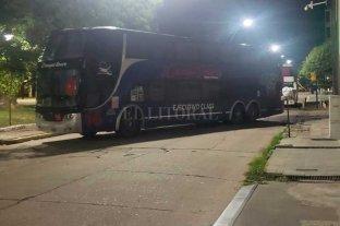 Segundo día de bloqueo de transportistas de turismo en el centro de Santa Fe