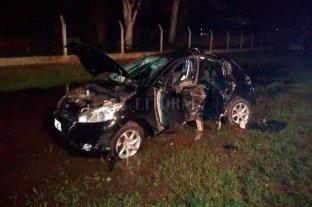 Choque fatal en San Carlos Centro - El vehículo se estrelló con gran violencia contra un árbol.