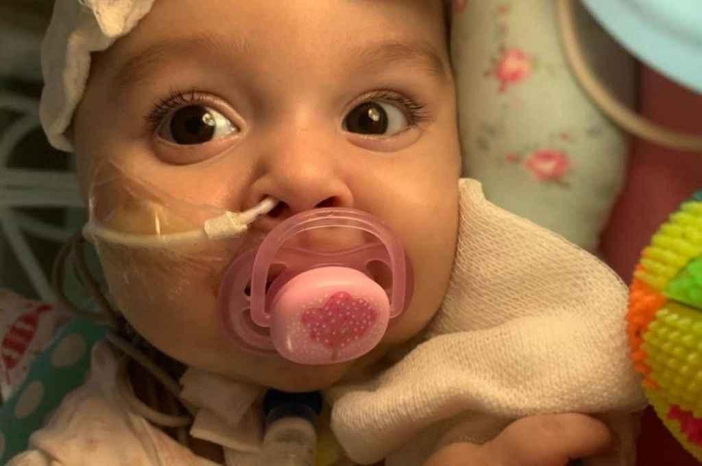 Emma, la nena que podrá acceder al tratamiento gracias a la ayuda de Santi Maratea. Crédito: Gentileza