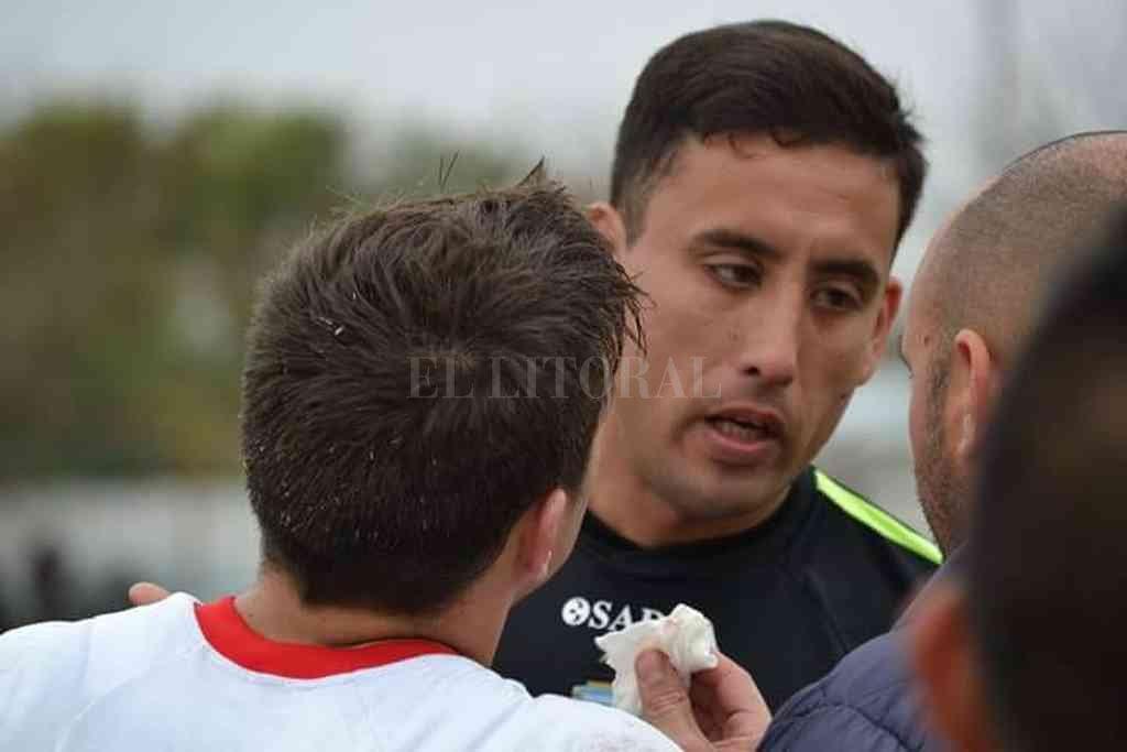 Gastón Freyre, árbitro del partido de este martes por la noche en Ángel Gallardo. Crédito: Archivo