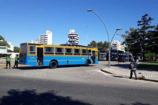 Tras dos días, se levantó el paro del turismo frente a la terminal de Rosario