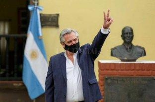 """Fernández y la suspensión de clases: """"Los chicos juegan entre sí cambiándose los barbijos"""""""
