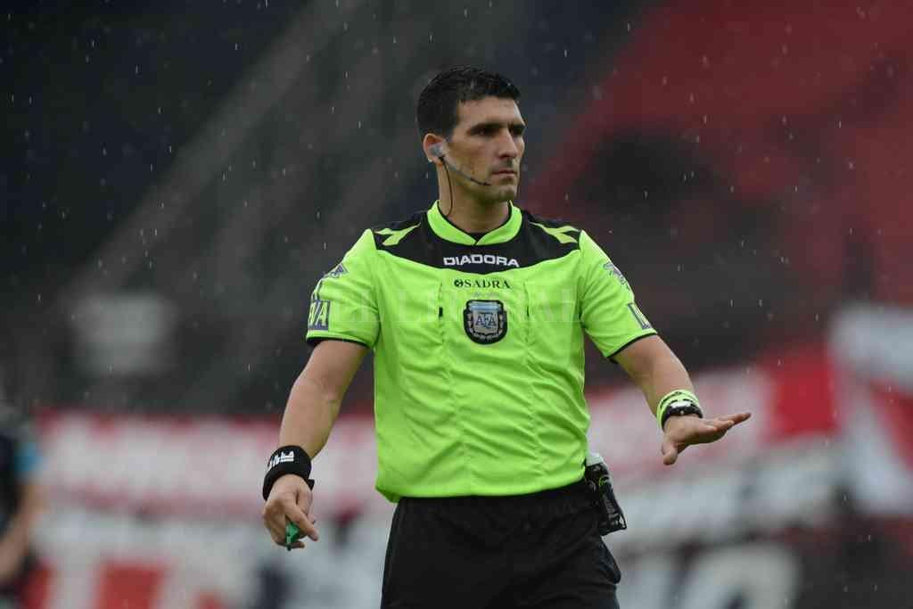 Andrés Merlos será ahora el árbitro del encuentro. Crédito: Luis Cetraro